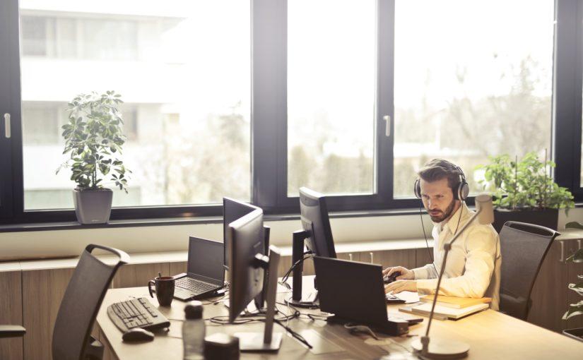 Conte com empresa terceirizada para serviços simples