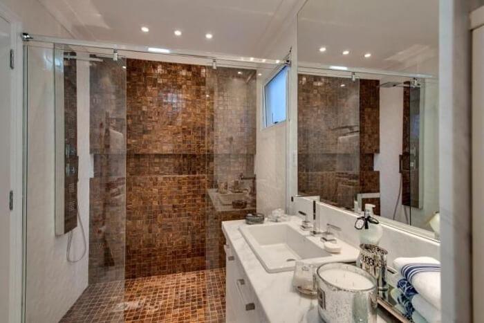 Use pastilhas na decoração do banheiro: tendência que está voltando com muito sucesso