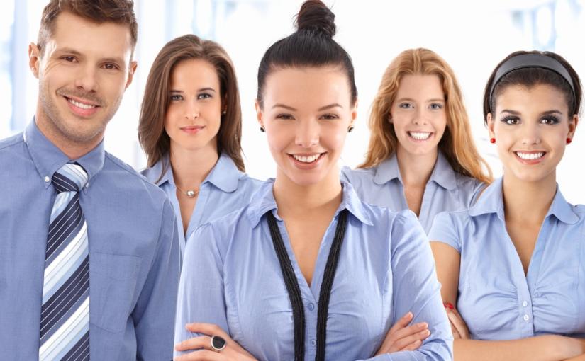 Auxiliando na compra e entrega de uniformes