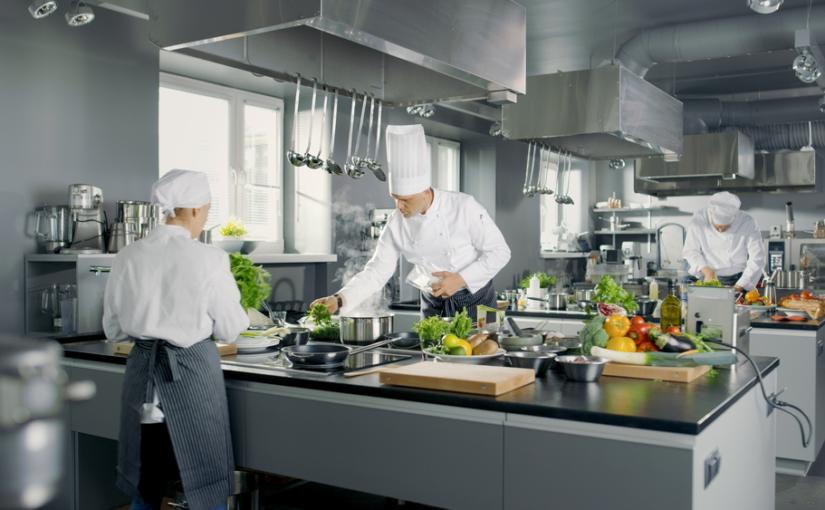 Importância da manutenção e limpeza em cozinhas