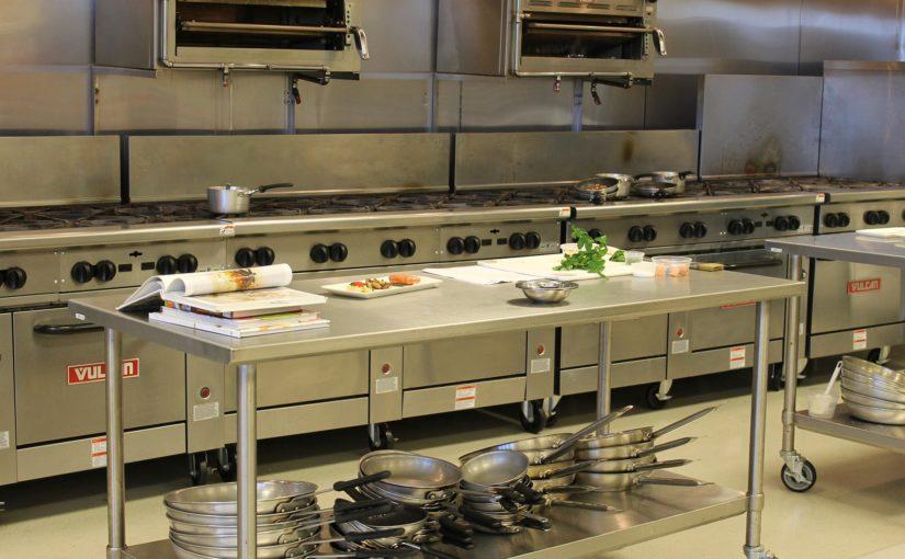 Utensílios em inox para cozinhas