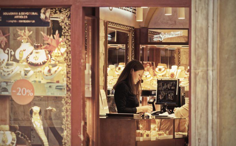 Lojas de joias e bijuterias: principais características