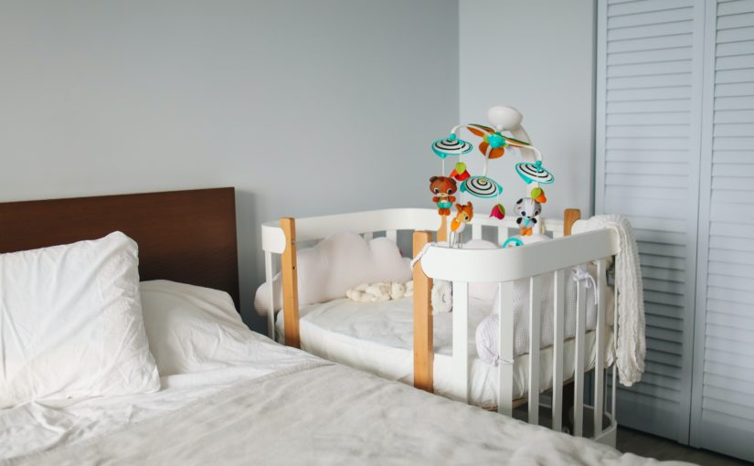 Conheça 10 dicas para organizar o guarda roupa do bebê