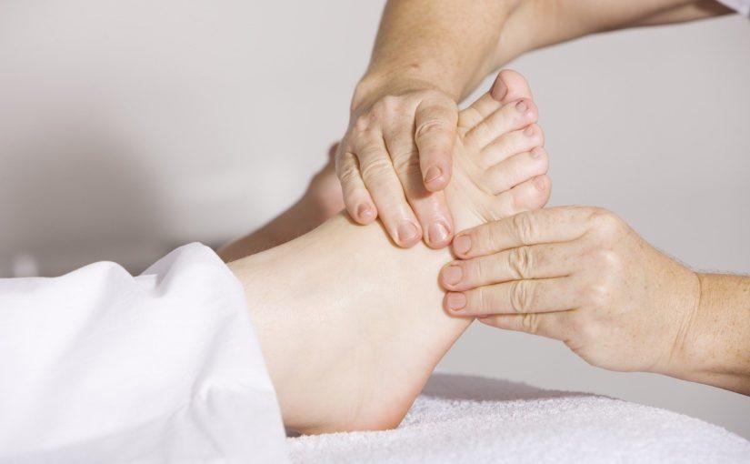 Como tratar e prevenir a má circulação nas pernas