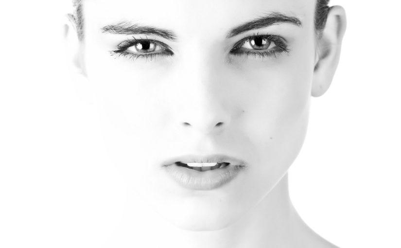 Como fazer uma limpeza de pele eficaz e saudável em casa?