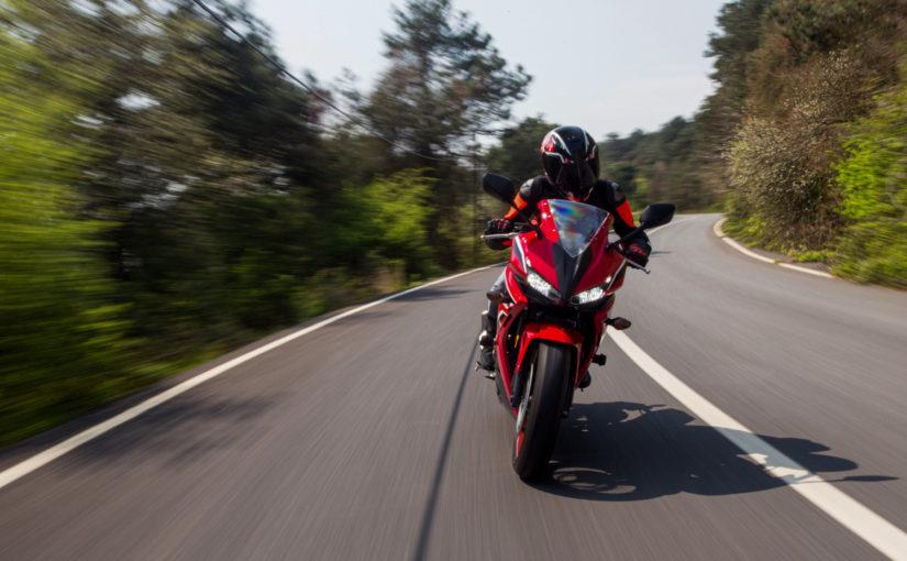 Quais são as multas de moto mais frequentes que podem suspender a CNH?